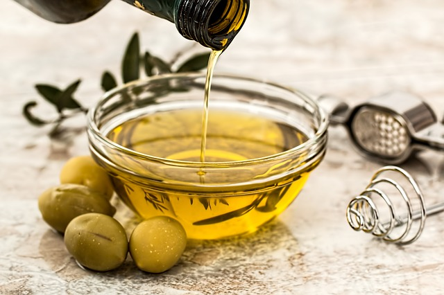 grow eyelashes with olive oil